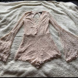 Bell sleeve lace romper Forever 21 Size S
